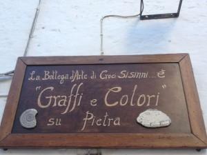 Dettaglio insegna bottega di Croci a Ostuni